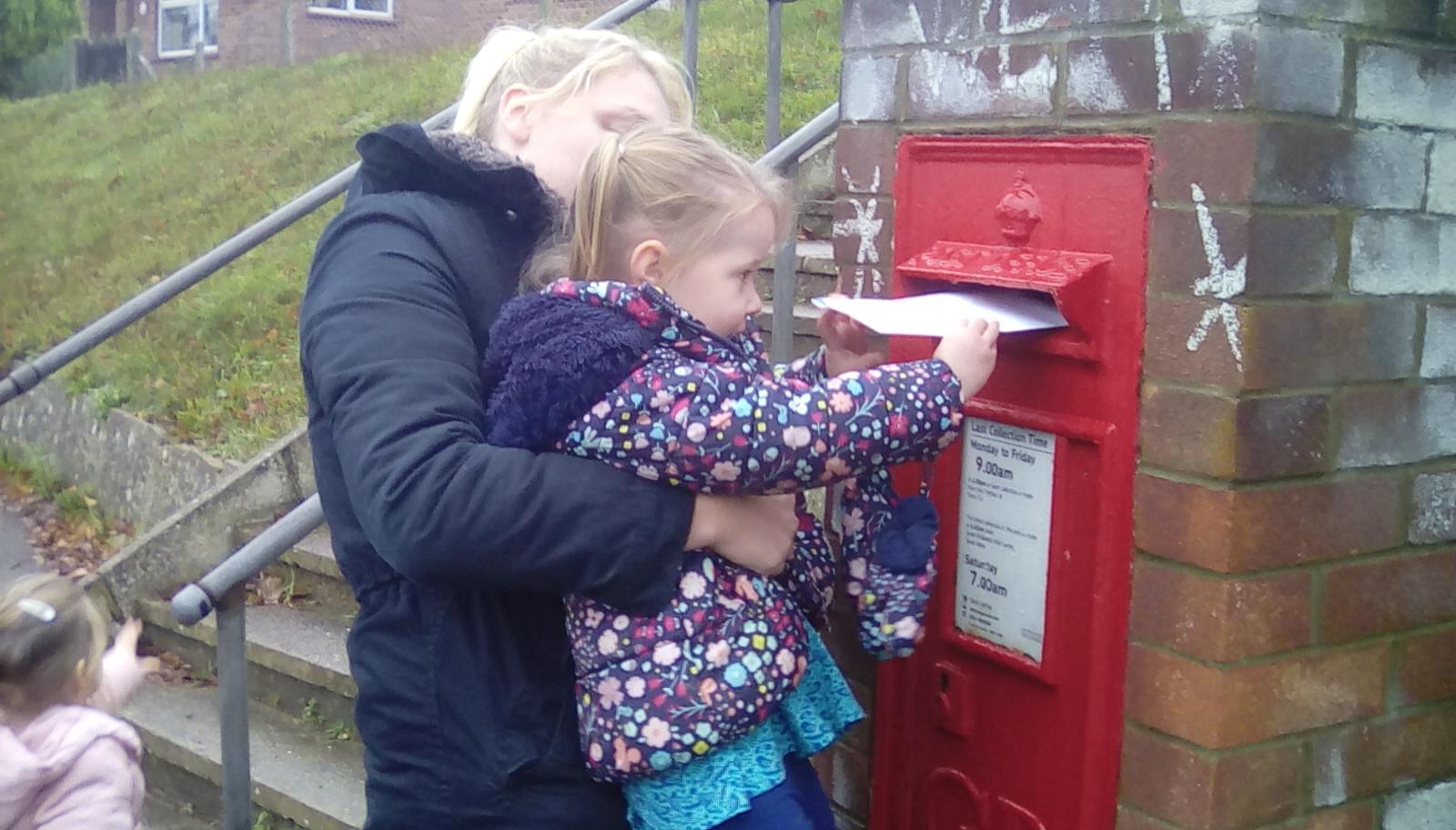 posting letters to santa (3)