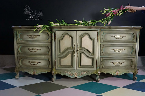 French Provincial Dresser/ Crendza