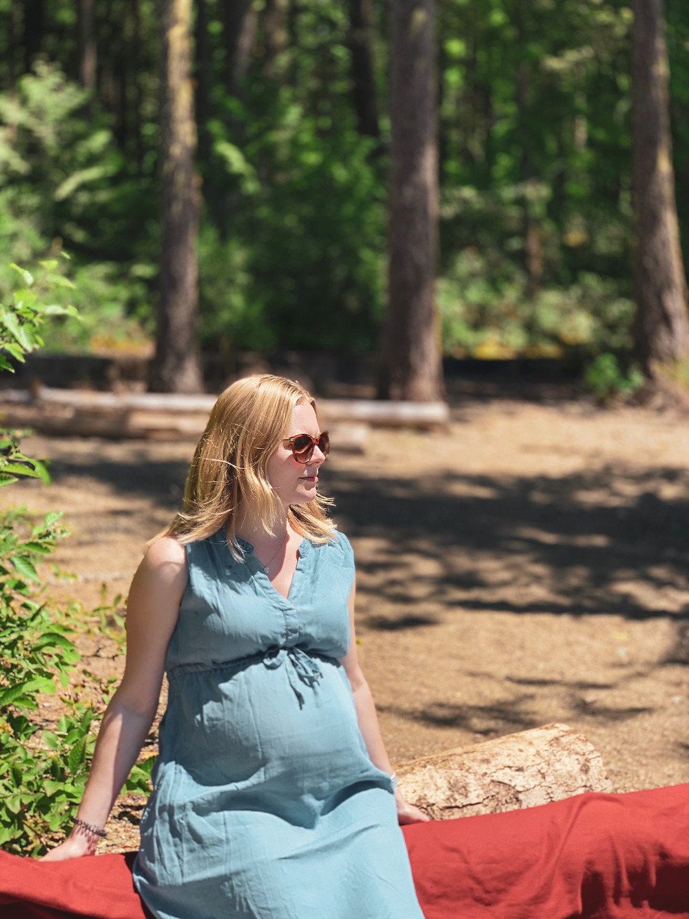 pregnant women sat in forest pregnancy weight gain support from nutritionist