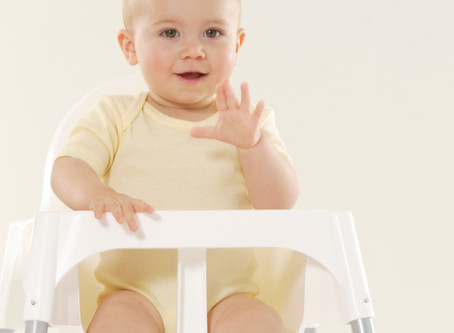 Introducing solids - 3 Signs your baby is ready for weaning