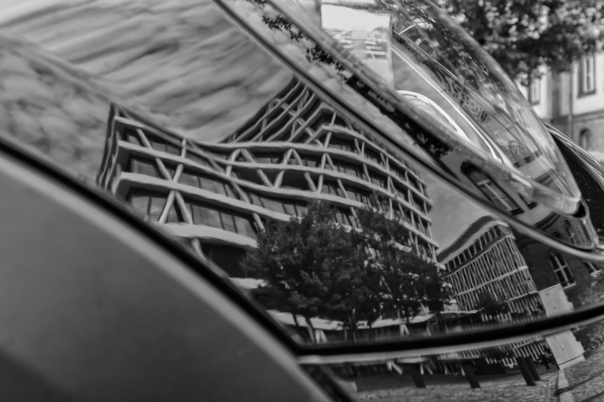 Fotowalk Berlin: 50 Hertz (Spiegelung im Auto)