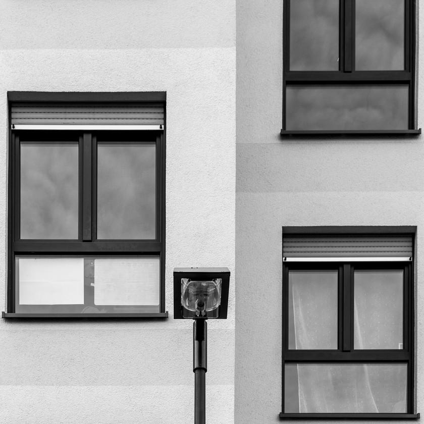 3 Fenster mit Lampe