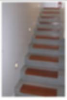 שילוב של עץ במדרגות בטון מוחלק - אלמנטים