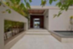 כניסה לבית מבטון מוחלק