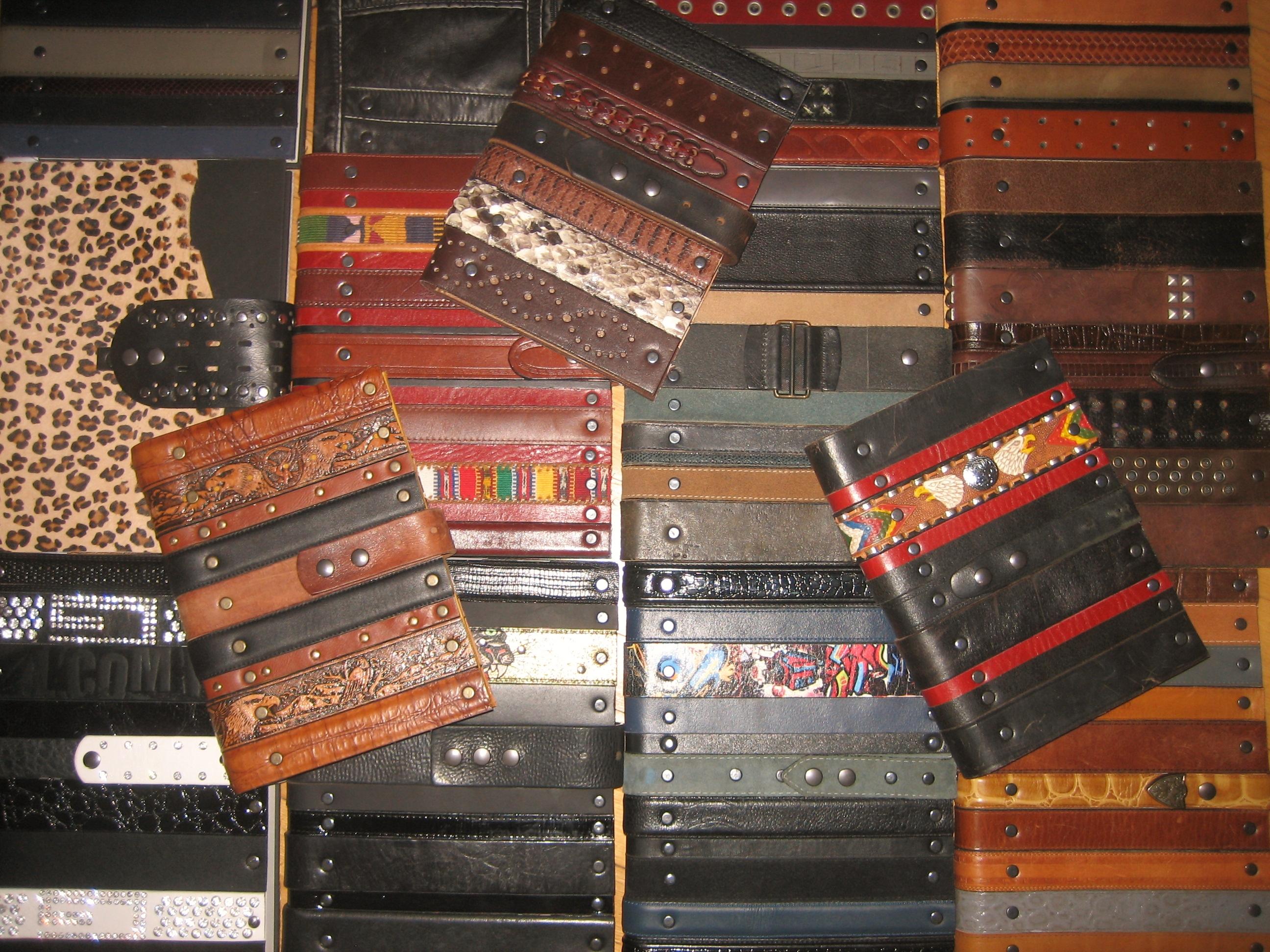 livres faits de ceintures recyclées