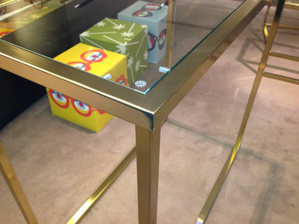 Display cube/table