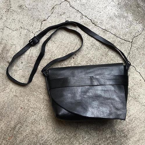 Roberu Leather Shoulder Bag All Black