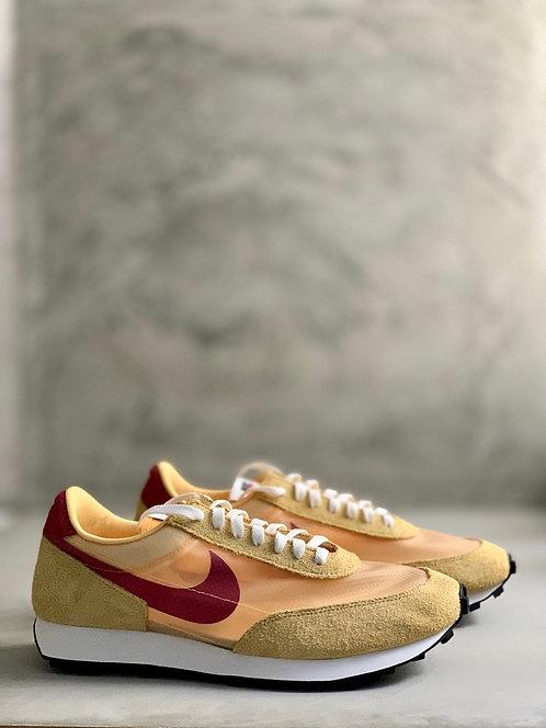 Nike Daybreak SP - Topaz Gold