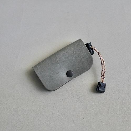 Armadillo Outdoor Key Case - Gray / Beige