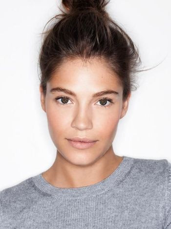 Photo: Henry Leutwyler We've seen it everywhere from runways to magazine covers —the no-makeup makeup look. The concept is simple: makeup that compliments your features, without it looking like you are actually wearing any at all | Image via yahoo.com: