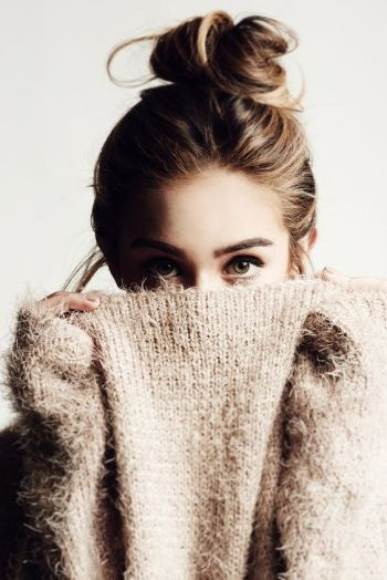 Majah sweater + Topknot: