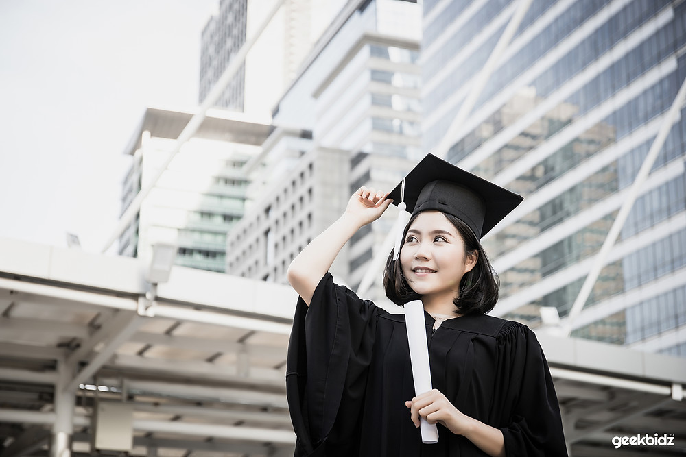 80% of students felt they had good oral and written communication and critical thinking skills, but only 56% of employers believed this - Geekbidz