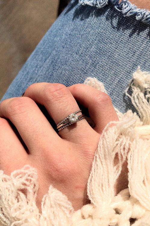 Dainty dot ring
