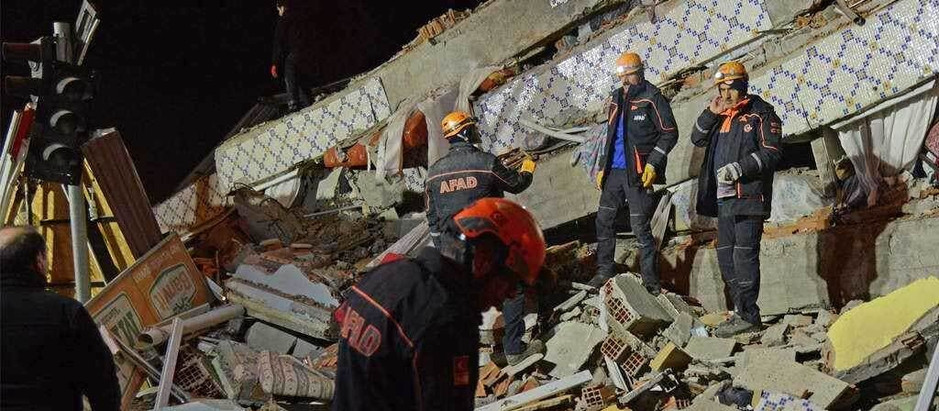 At least 18 people killed in roof collapse during funeral near New Delhi!
