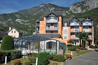 hotel_chez_pierre_dagos_vue_extrieure_piscine.jpg