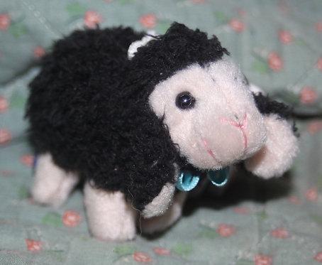 Peluche - petit mouton noir