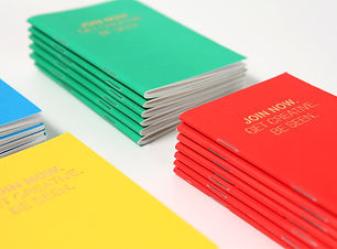 五顏六色的小冊子