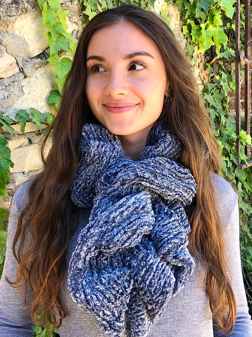 NAVY WEAVE NECK WARMER