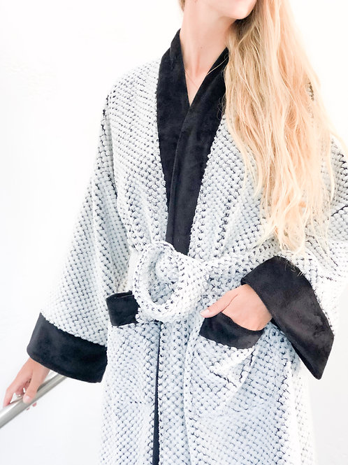 BLACK LUXURY SHORTY SPA ROBE