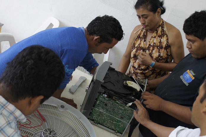 Alumnos del Taller de Reparación de Electromésticos