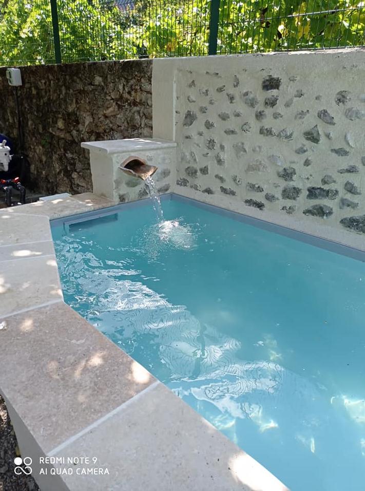 Bleu Azur Piscine - Transformation d un bassin en mini piscine de 6m ...petite chute d eau , escalie