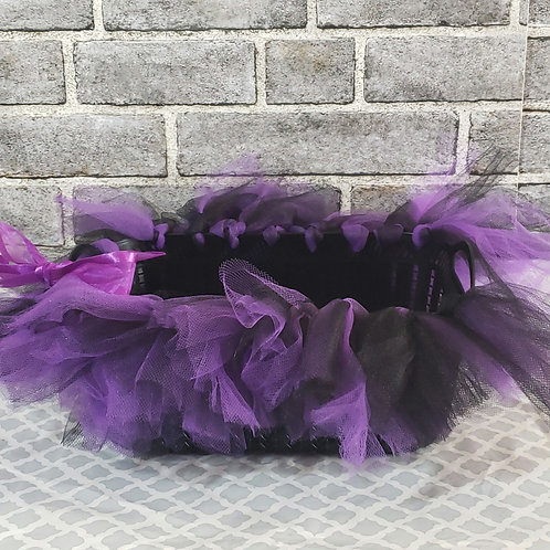 Party basket with ribbon bow