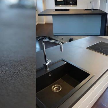 Mikrosement i medium struktur på kjøkkenbenk