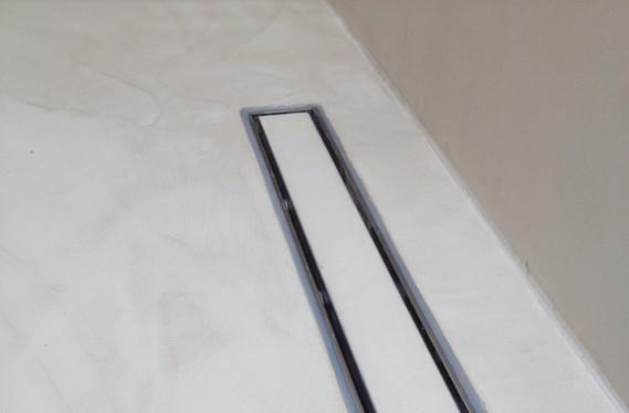 Lyst varmgrå mikrosement for våtrom i fin struktur