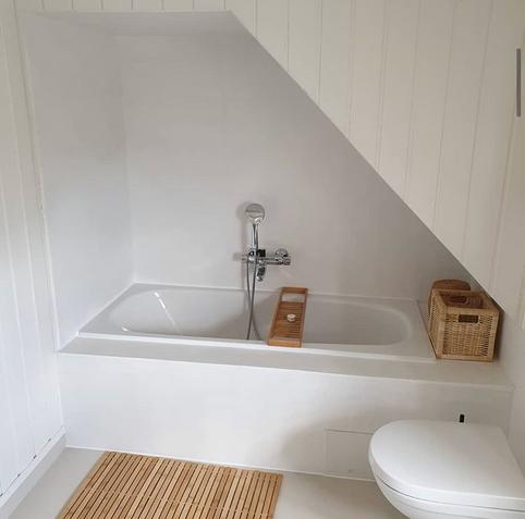 Oppgradering av eksisterende flislagt bad, dette er FØR mikrosement på flis