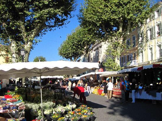 Lorgues market