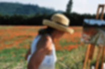 Artist painting a poppy field in Provence countryside near Lorgues. En-plein-air paintng in Provence, France.