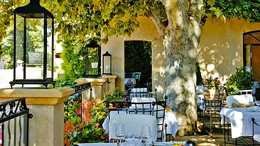 Wonderful French restaurants where you will have lunch when yo attend a Paint Provence art holiday with Wietzie