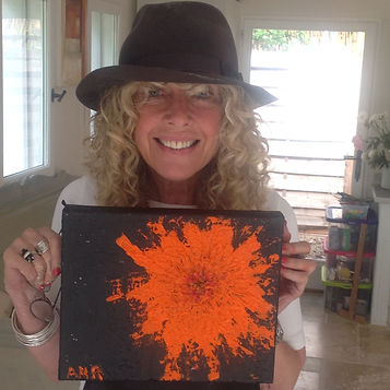 Artist participating in a Provence Painting Vacation hosted by Art by Wietzie