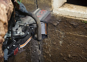ICS_concrete-hydraulic-chainsaw-wall.jpg