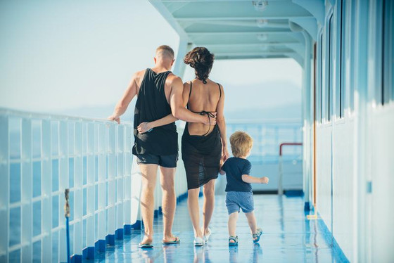 Tips for Keeping Your Belongings Clean and Organized During a Family Vacation