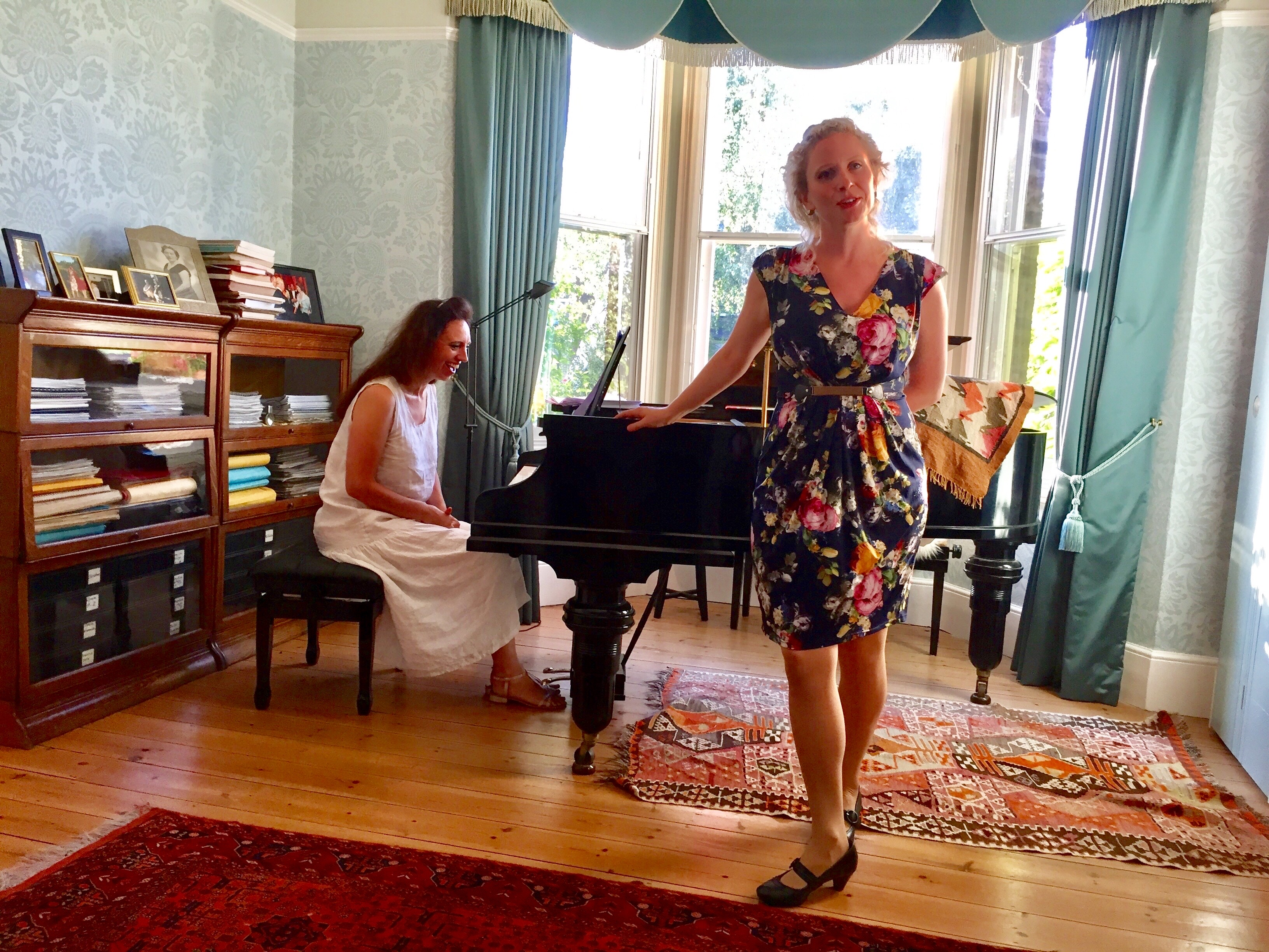 Luci Briginshaw sings Peter Warlock at a house concert