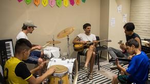 Scholas Argentina recibe una donación de instrumentos musicales y equipos de sonido