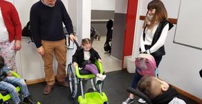 Allianz Argentina entregó sillas de ruedas a chicos con movilidad reducida de Tres Arroyos