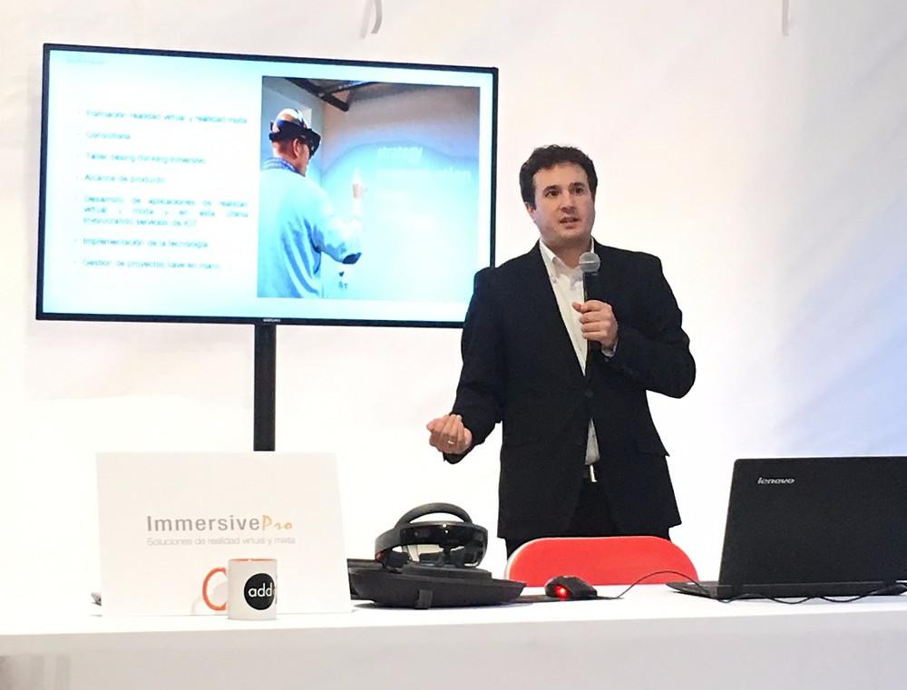 """Alejandro Velasco Iglesias, CEO de ImmersivePro, en su conferencia """"La revolución de la realidad mixta"""""""