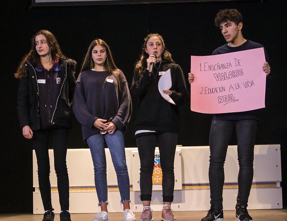 Jóvenes participantes durante una de las actividades de Scholas Ciudadanía