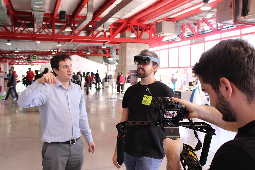 Alejandro Velasco Iglesias, CEO de ImmersivePro, en un acto de demostración en la Artificial Intelligence Expo.