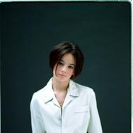 alize-01-mar-2001-studio-portrait_902651
