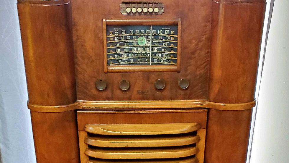 Radio à lampe antique