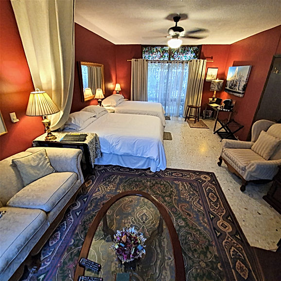 Suite 6 at Dickinson Guest House in Guad