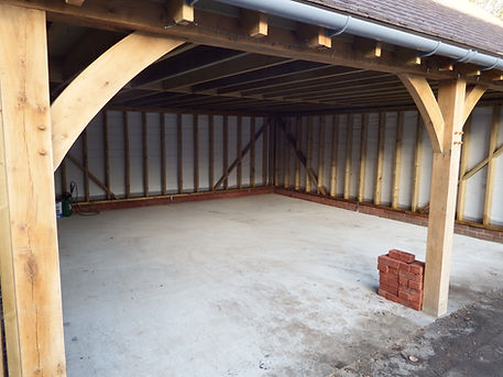 traditional Oak framed garage in Faversham Kent. local carpenters in Faversham.