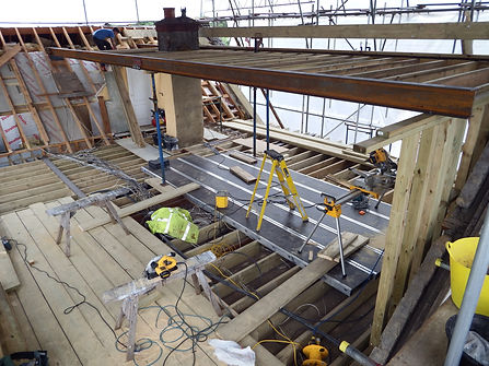 Carpenters in Kent new roof on an extension fitting the steels