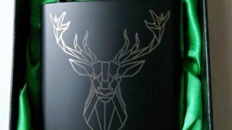 Beautiful Geometric Stag Hipflask. Green satin lined display box.