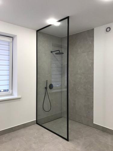 Walk in dušas kabīne, dušas siena