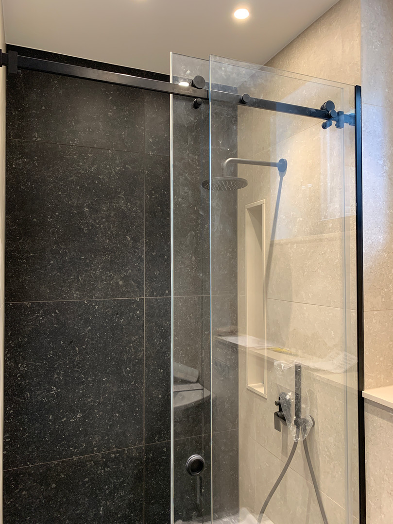 Bīdāmas dušas durvis