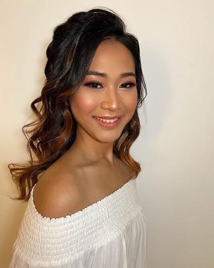 Hair amd natural glowy makeup for Gracia